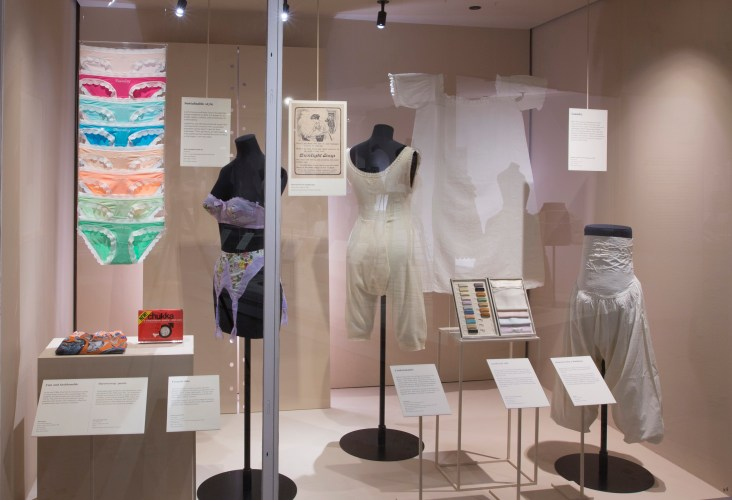 3._Installation_view_of_Undressed_A_Brief_History_of_Underwear_16_April_2016_-_12_March_2017_c_Victoria_and_Albert_Museum_London.jpg?fit=732%2C500
