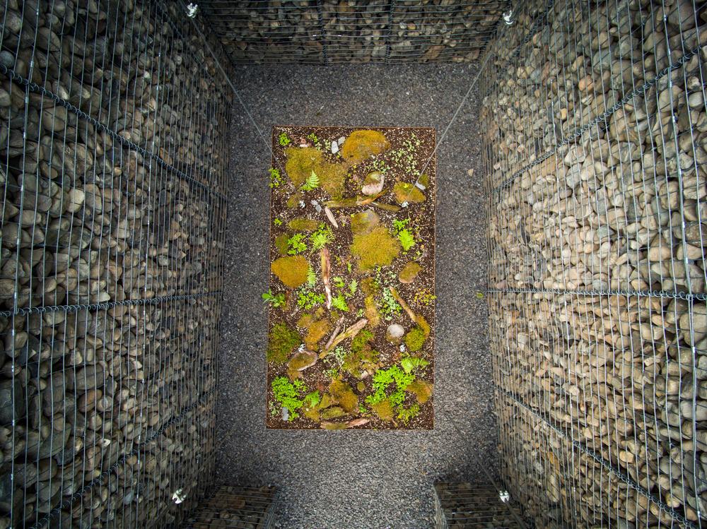 LE CAVEAU por Christian Poules, Basel, Suiza. Foto: Martin Bond