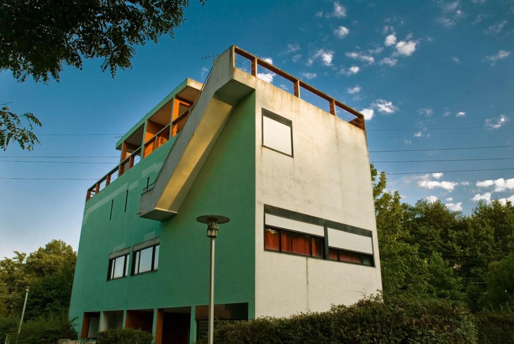 Los Quartiers Modernes Frugès es un desarrollo de 70 unidades de vivienda de bajo costo para obreros que Le Corbusier diseñó en Pessac, Francia.