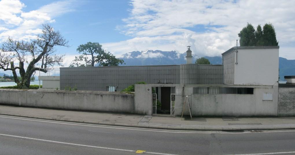 Le Corbusier diseñó Villa Le Lac para sus padres entre 1923 y 1924 a orillas del Lago Leman. Este es el primer ejemplo de arquitectura moderna de Le Corbusier en Suiza.