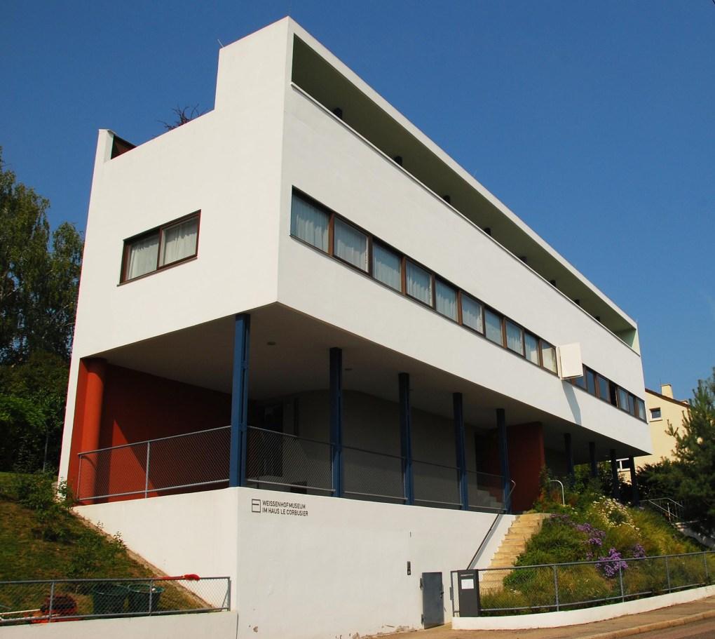 La contribución de Le Corbusier y su primo Pierre Jeanneret a la exposición de arquitectura moderna Weissenhofsiedlung de Stuttgart de Alemania tuvo una extraordinaria importancia en el establecimiento del canon moderno.