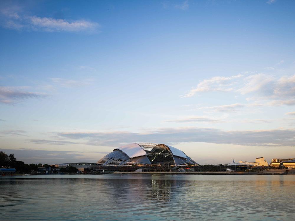 Con una elegante cúpula de 312 metros, el nuevo estadio de Singapur tiene el techo voladizo con mayor alcance en el mundo. Foto: Christian Richters