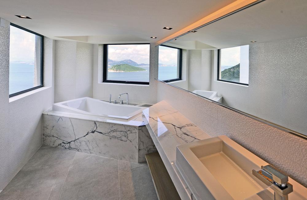 Baño con vista al mar. Foto: FAK3