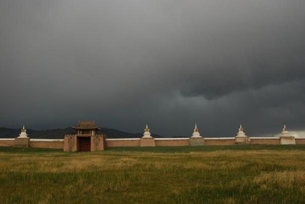 Die Klostermauer und das Gewitter