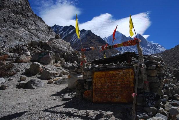 Der kleine Tempel nahe des Gangotri Gletschers