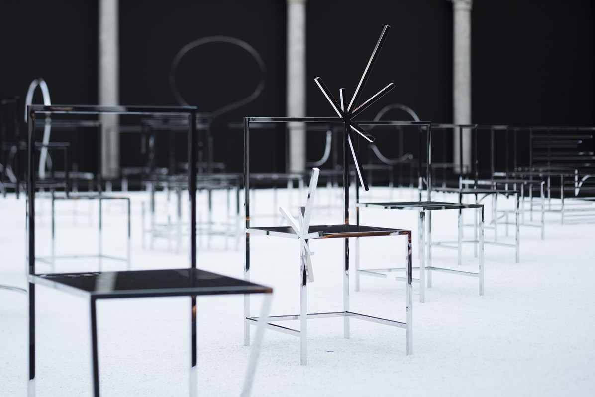50_manga_chairs_in_Milan_Foto: Takumi_Ota