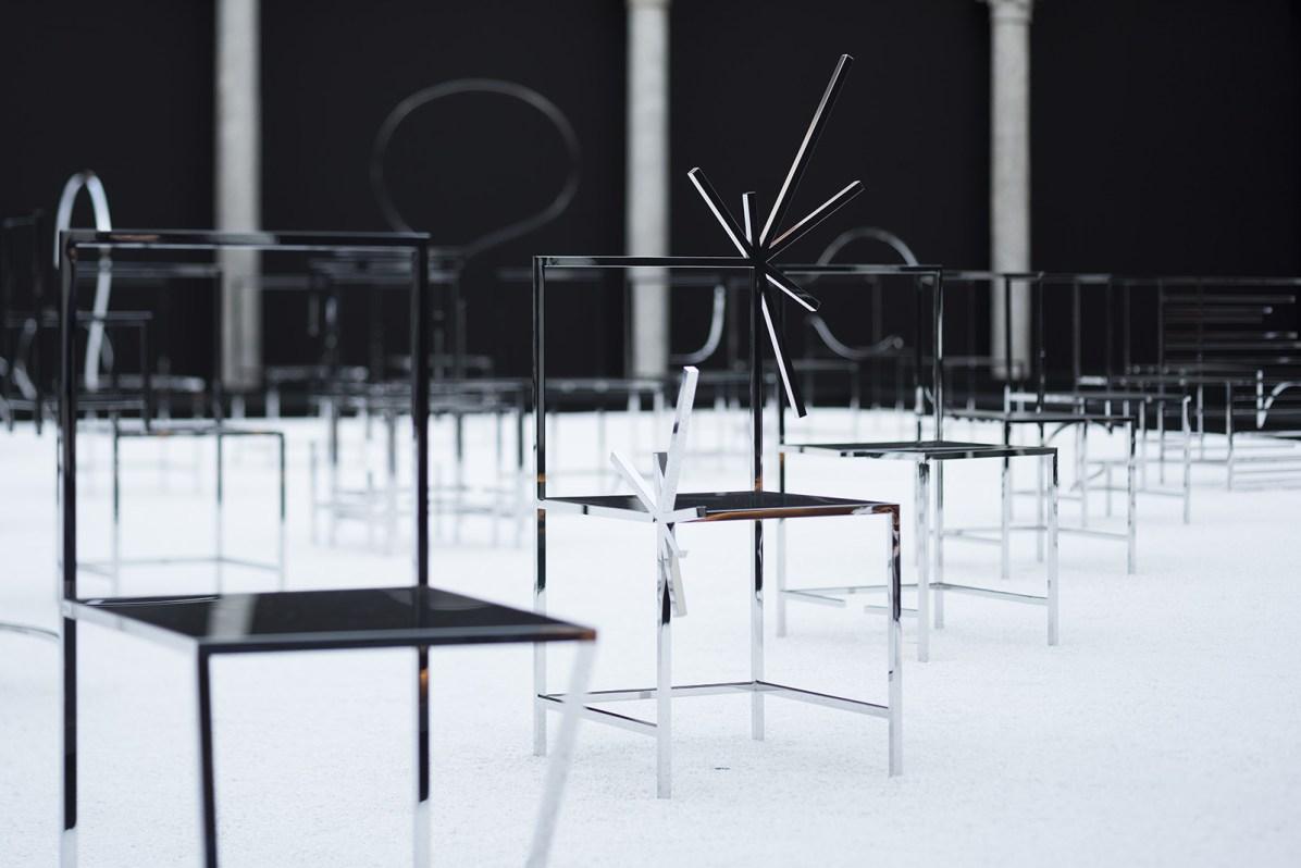 50_manga_chairs_in_Milan_Foto: Takumi_Ota