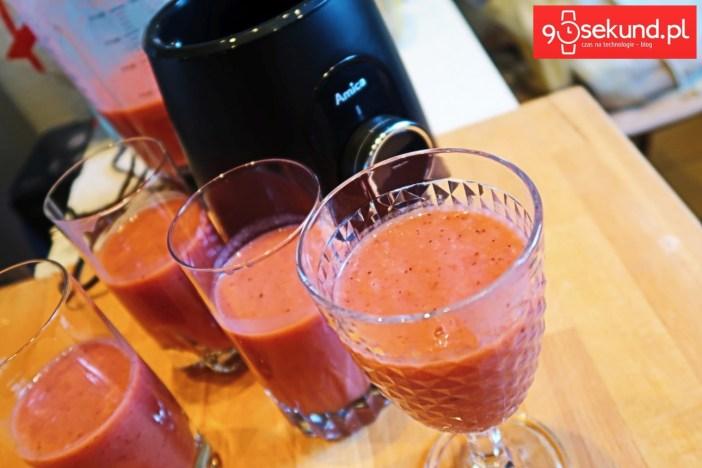 Koktajl owocowy zrobiony w blenderze Amica BTK 5011 IN - 90sekund.pl