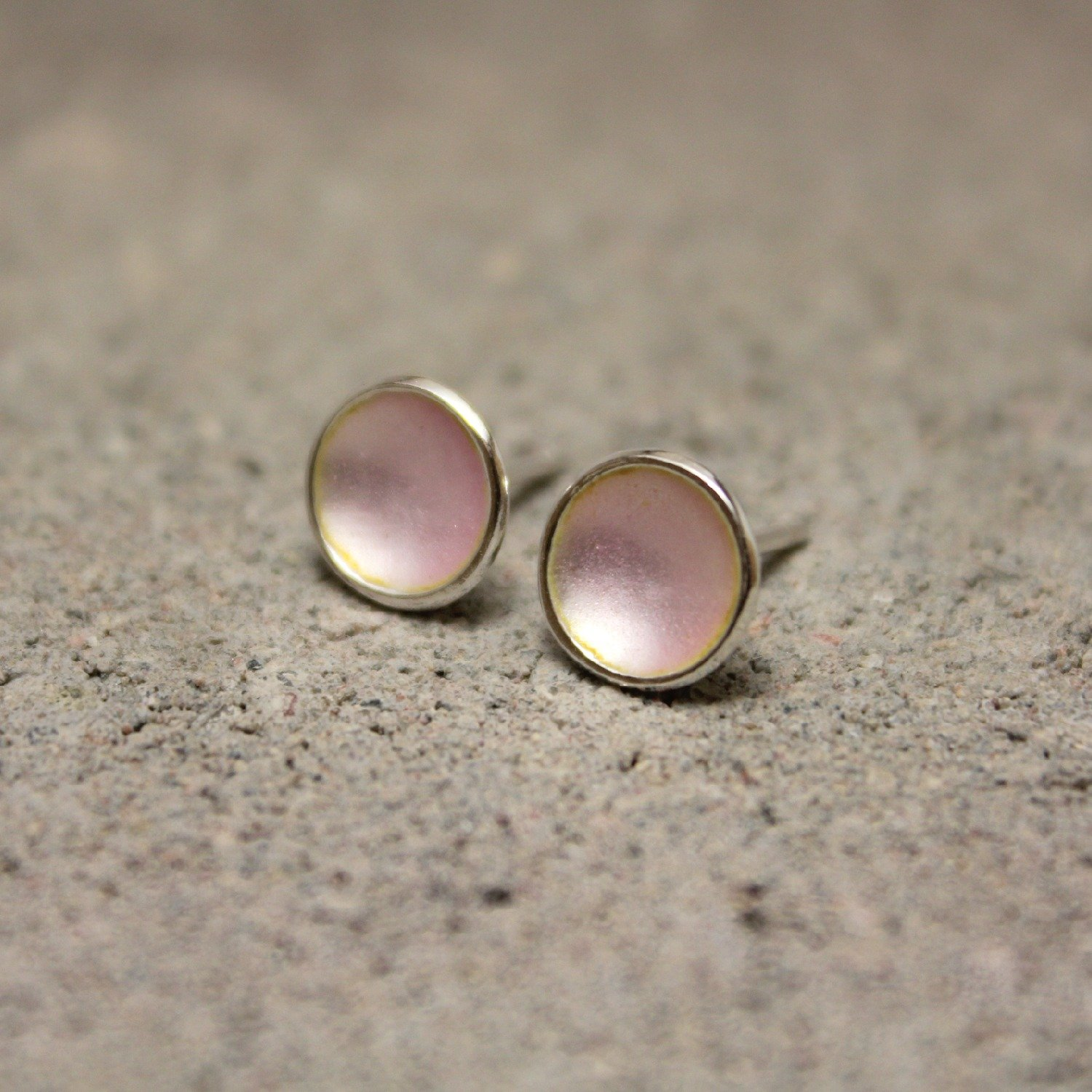 Dots Studs Power Pink