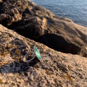 Dots XL ring ocean green facing the ocean in Henningsvær Lofoten
