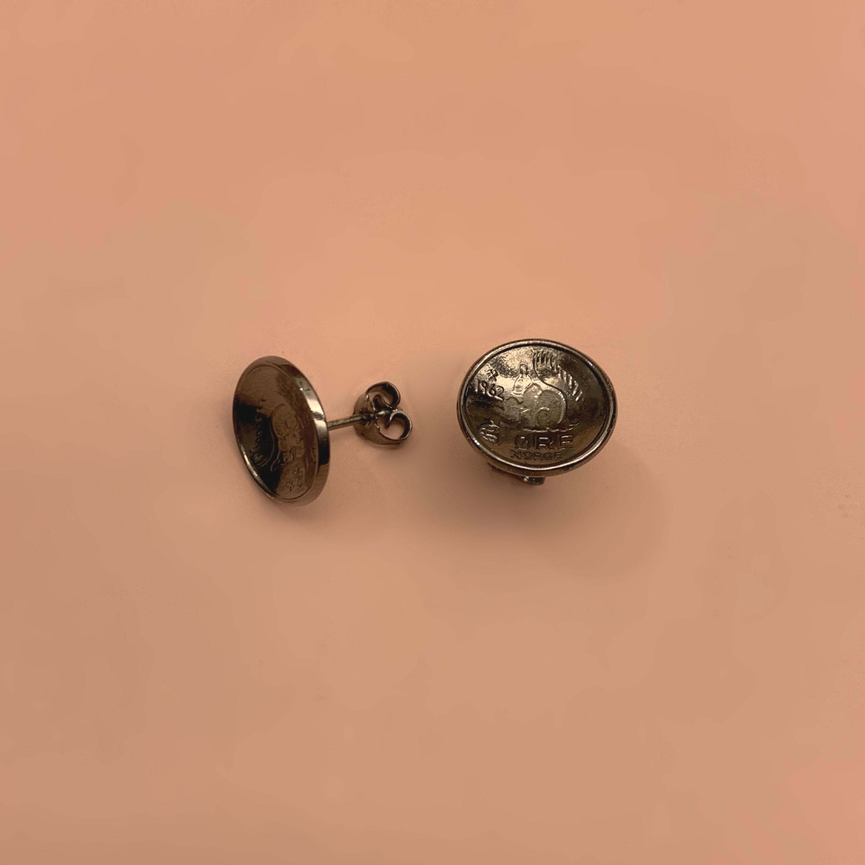 Squirrel Ekorn Coin Stud Rhodium Black