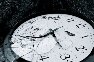 time-is-broken-2-by-applepo3-320x214