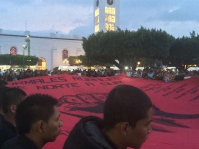 La marcha pretende partir de la Central de Abasto de Iguala y llegar al zócalo de la ciudad al término de su recorrido.