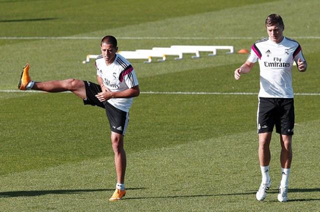 El delantero mexicano completa el entrenamiento del Real Madrid (EFE)