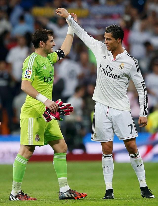 Cristiano Ronaldo e Iker Casillas tienen un gran partido. El primero en hacer un gol y el segundo por hacer un atajadón (Reuters)