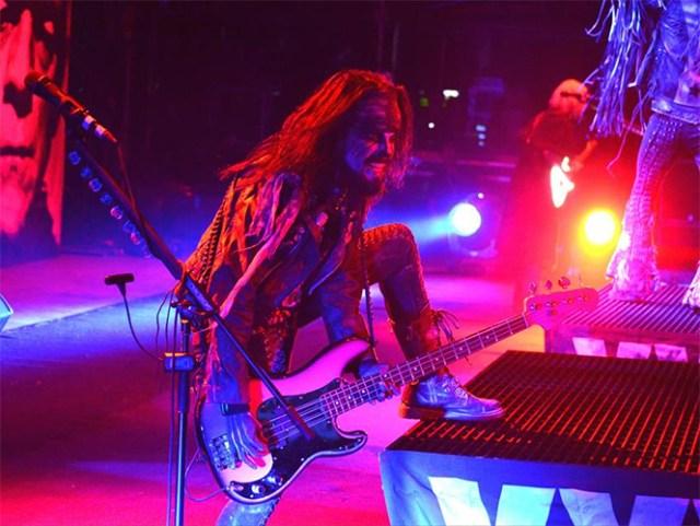 La banda que inició sus actividades a finales de la década de los ochenta ofreció un espectáculo que volvió eufórico al público con canciones como 'Living dead girl' o 'Dragula'. (Facebook)