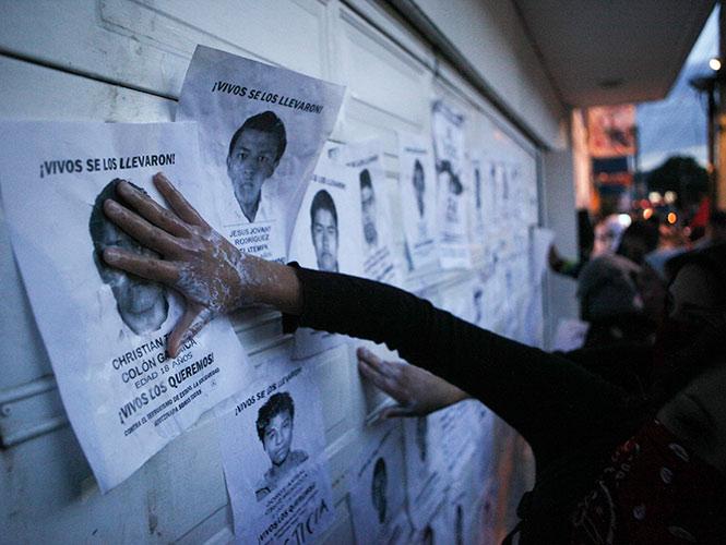 Los padres de familia de los normalistas desaparecidos, piden que al encuentro no asista el gobernador interino de Guerrero, informó Felipe de Jesús de la Cruz.
