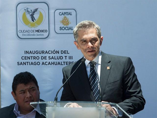 El jefe de Gobierno del Distrito Federal, Miguel Ángel Mancera,se recupera en un hospital particular de la operación que atravesó el pasado viernes.