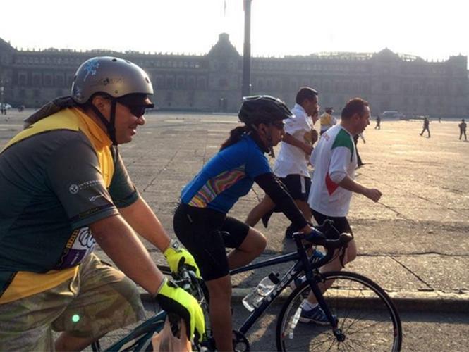 Atletas, ciclistas, triatletas, y ciudadanos fueron convocados este sábado para realizar una jornada de 12 horas en el Zócalo capitalino por el derecho a hacer deporte sin miedo.
