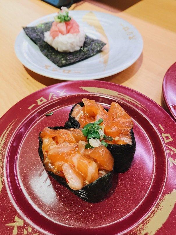 生拌鮭魚軍艦