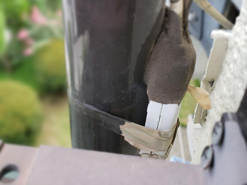 屋外に設置された屋内用分配器