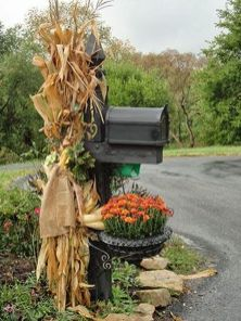 Easy But Inspiring Outdoor Fall Decoration Ideas 03