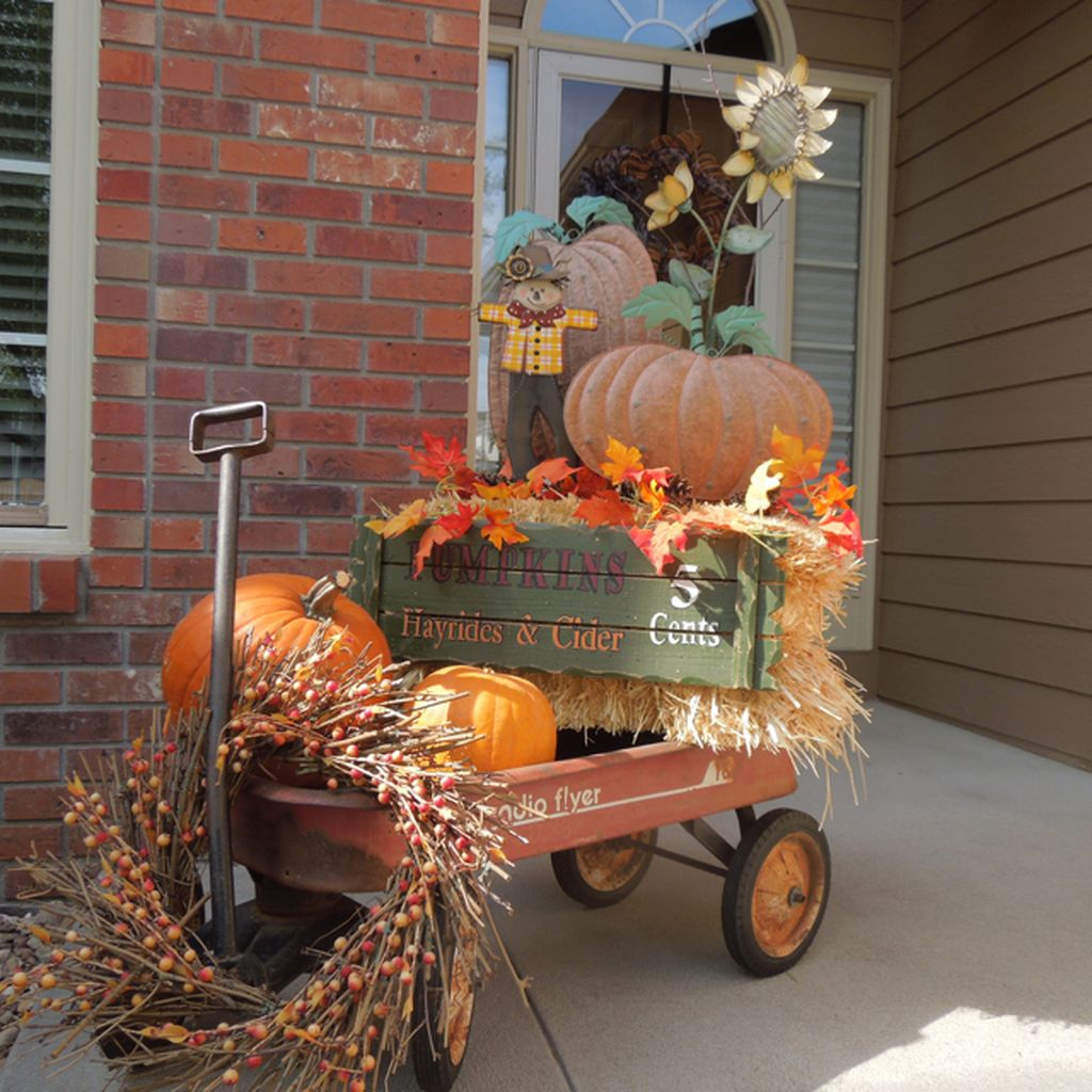 Easy But Inspiring Outdoor Fall Decoration Ideas 09