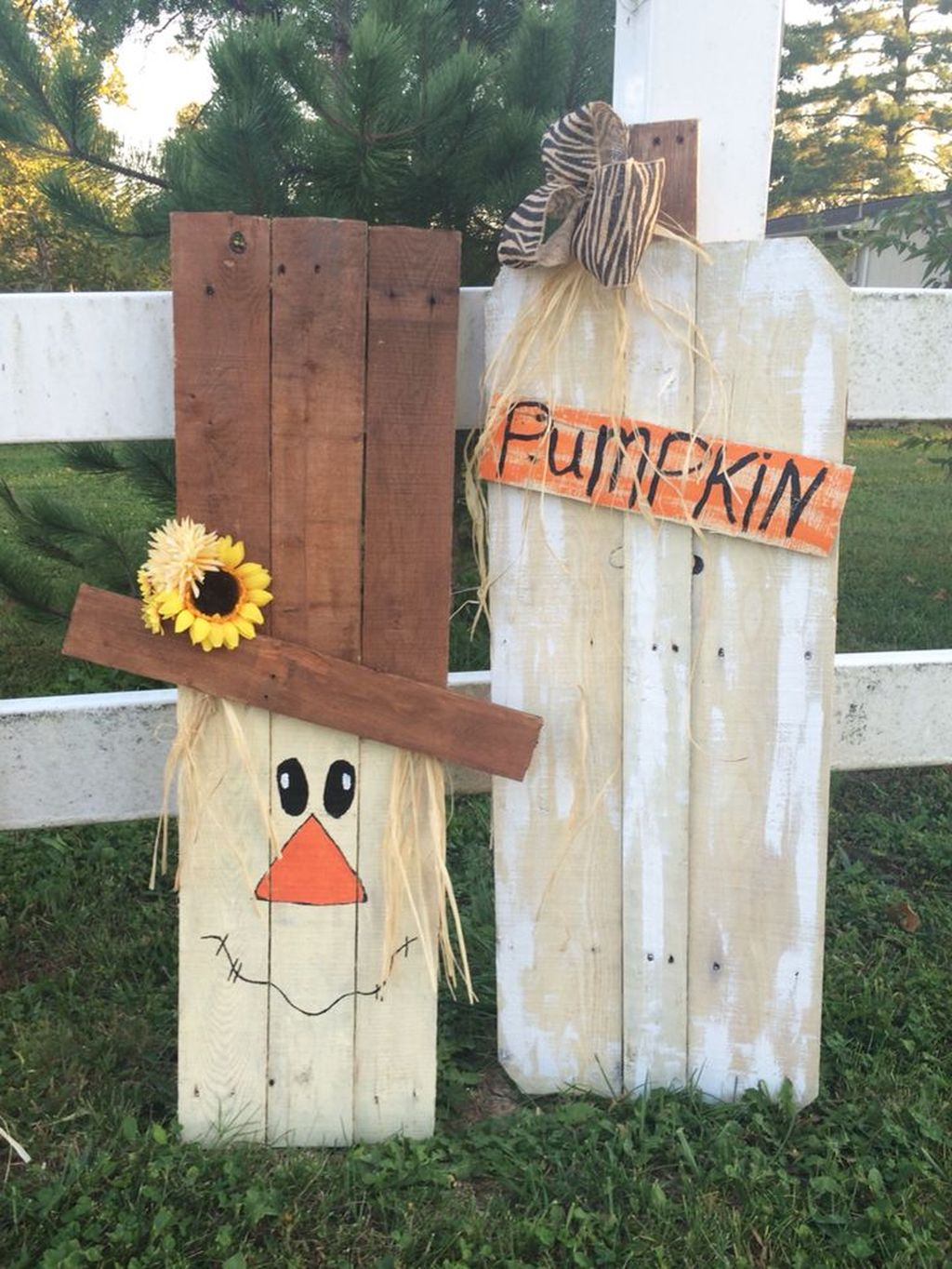 Easy But Inspiring Outdoor Fall Decoration Ideas 27