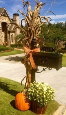 Easy But Inspiring Outdoor Fall Decoration Ideas 37