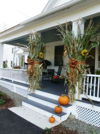 Easy But Inspiring Outdoor Fall Decoration Ideas 57