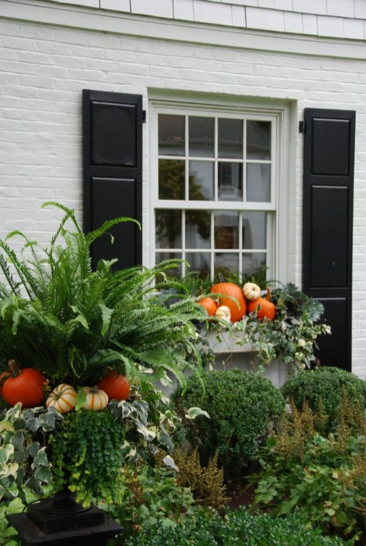 Easy But Inspiring Outdoor Fall Decoration Ideas 62