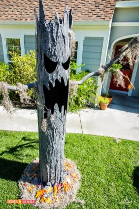 Scary Front Yard Halloween Decoration Ideas 02