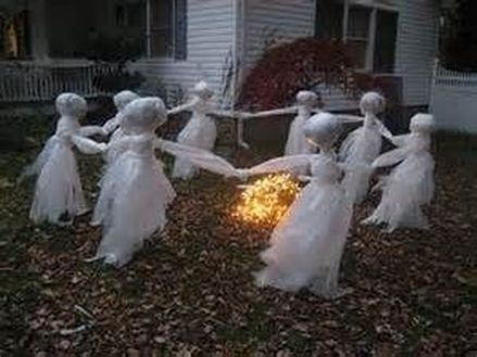 Scary Front Yard Halloween Decoration Ideas 05