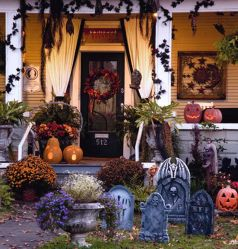Scary Front Yard Halloween Decoration Ideas 35