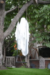 Scary Front Yard Halloween Decoration Ideas 38