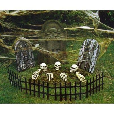 Scary Front Yard Halloween Decoration Ideas 42