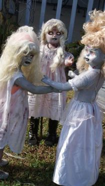 Scary Front Yard Halloween Decoration Ideas 58