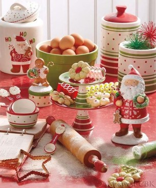 Beautiful Red Themed Kitchen Design Ideas For Christmas 21