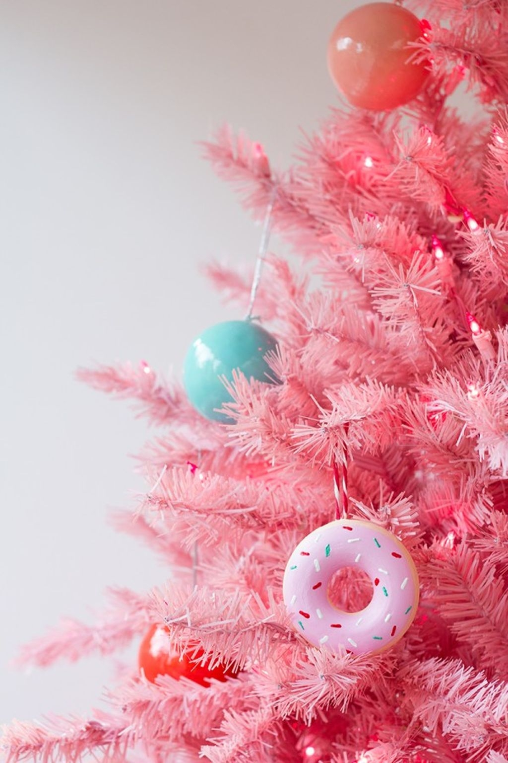 Cute And Adorable Pink Christmas Tree Decoration Ideas 05