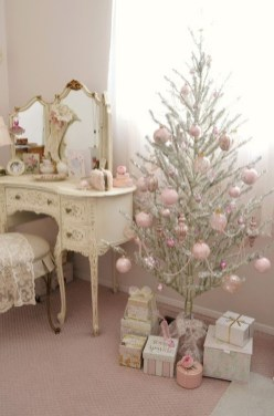 Cute And Adorable Pink Christmas Tree Decoration Ideas 07