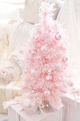 Cute And Adorable Pink Christmas Tree Decoration Ideas 20
