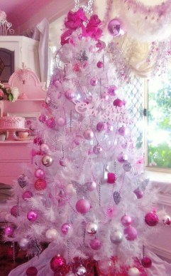 Cute And Adorable Pink Christmas Tree Decoration Ideas 23
