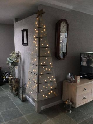 Easy And Creative DIY Christmas Tree Design Ideas You Can Try As Alternatives 25