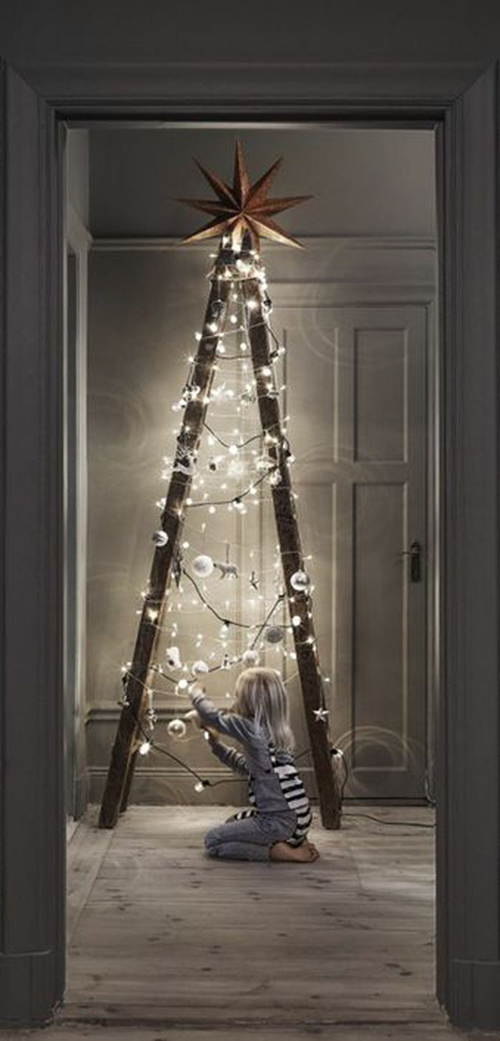 Easy And Creative DIY Christmas Tree Design Ideas You Can Try As Alternatives 57