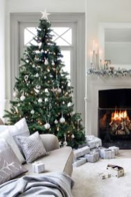 Elegant White Vintage Christmas Decoration Ideas 14