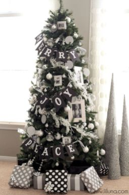 Elegant White Vintage Christmas Decoration Ideas 22