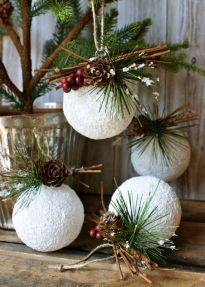 Elegant White Vintage Christmas Decoration Ideas 48