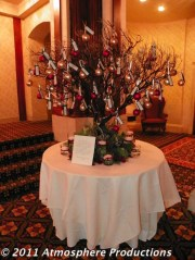 Elegant And Beautiful Tabletop Christmas Tree Centerpieces Ideas 22