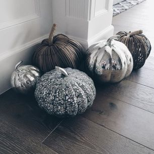 Inspiring Halloween Decoration Ideas For Your Apartment 35