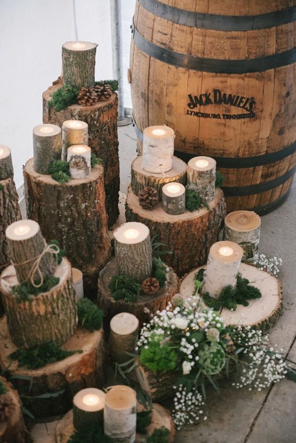 Inspiring Modern Rustic Christmas Centerpieces Ideas With Candles 36